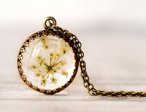 I-Make-Resin-Jewelry-With-Real-Flowers-To-Brighten-Up-Yo_004