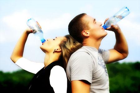 مضرات آشامیدن آب بعد از رابطه جنسی
