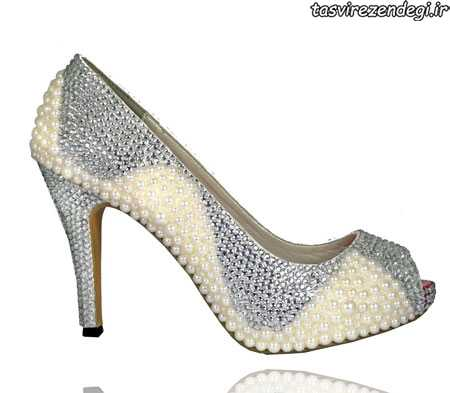 مدل کفش عروس جواهرنشان و تزیین شده با گیپور و مروارید