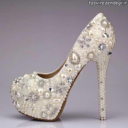تزیین کفش عروس با مرواردید و سنگ