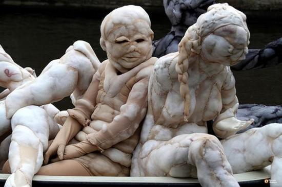 Rosa-Verloop مجسمه های جورابی از پیکر انسان