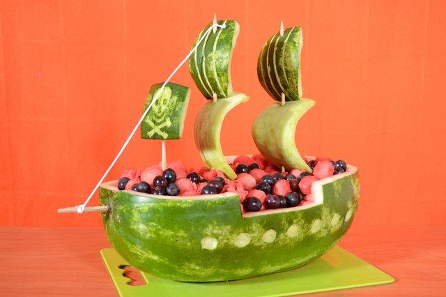 میوه آرایی - تزیین هندوانه - کشتی دزدان دریایی