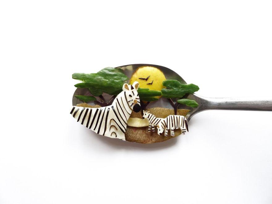 نقاشی با خوراکی ها روی قاشق