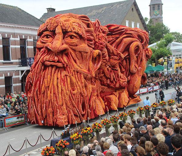 مجسمه های غول آسا در بزرگترین رژه گلها در هلند