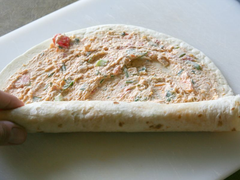 طرز تهیه رول مرغ با نان تورتیلا یا نان لواش خانگی