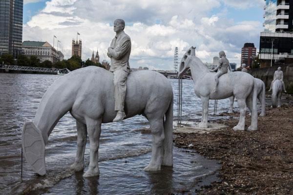 سواران آخرالزمان در کنار رودخانه تایمز لندن