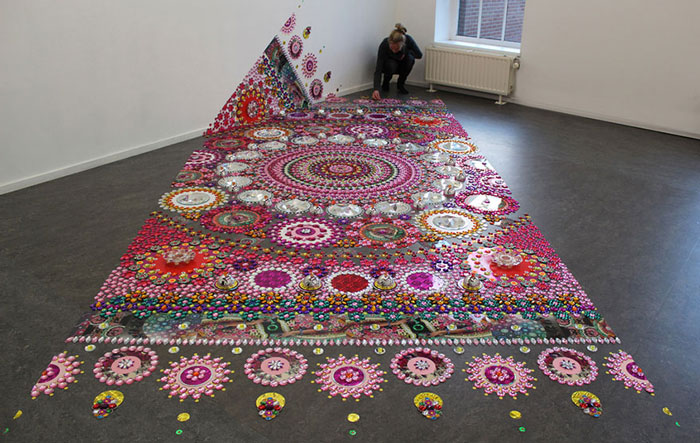 فرشی از کریستالهای رنگارنگ