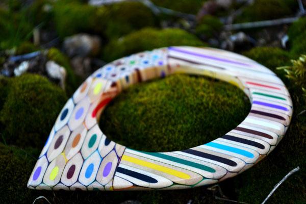 زیورآلات دست ساز ساخته شده از مداد رنگی
