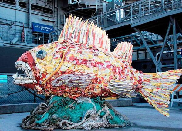 مجسمه هایی از زباله های پلاستیکی