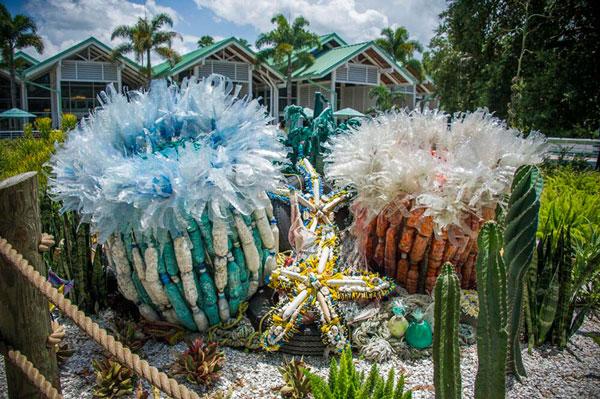 ساخت مجسمه با انواع زباله پلاستیکی - هنر بازیافت
