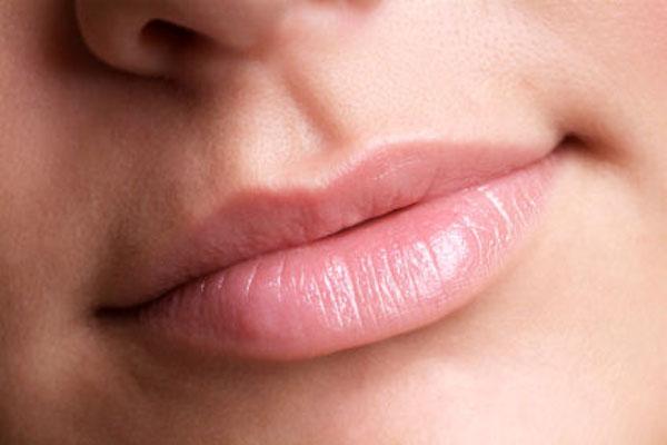 علت و درمان پوسته شدن لب ها