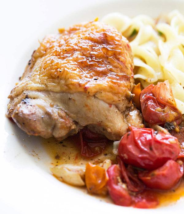 طرز تهیه مرغ با گوجه گیلاسی و سیر