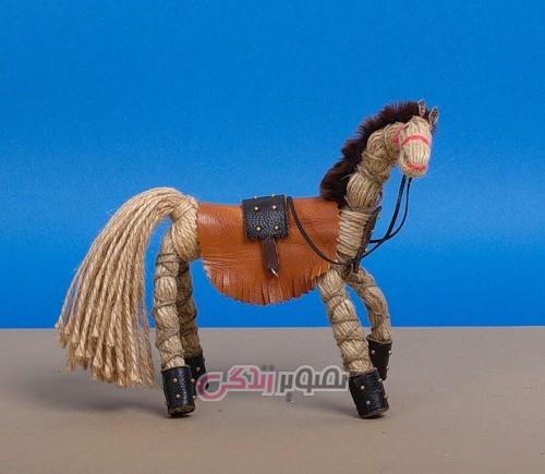آموزش تصویری ساخت عروسک اسب با نخ کنفی