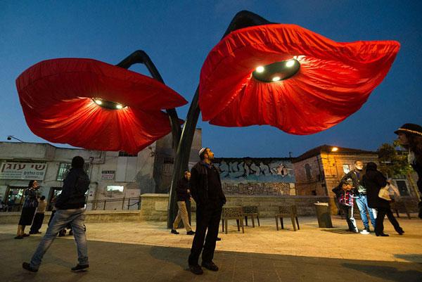 لامپ های جالب در میدان Vallero اورشلیم