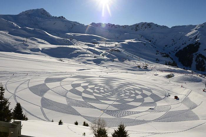 نقاشی روی برف با ردپا