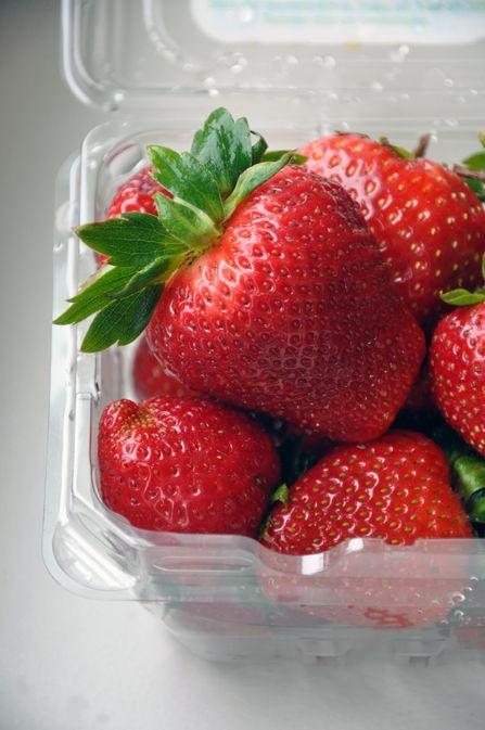 مربا، ترشی، سس  , طرز تهیه لواشک توت فرنگی