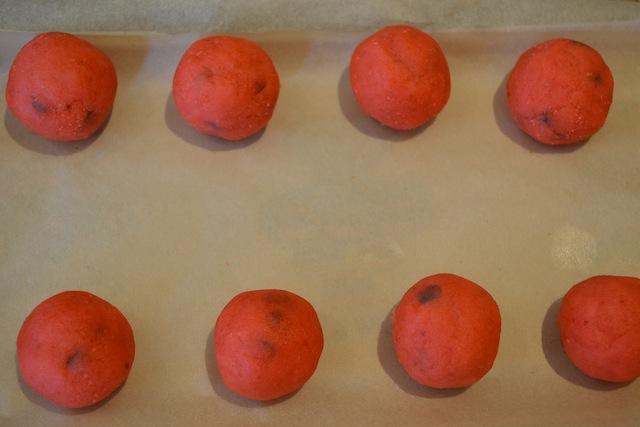 شکلات توپی هندوانه ای - توپک هندوانه ای