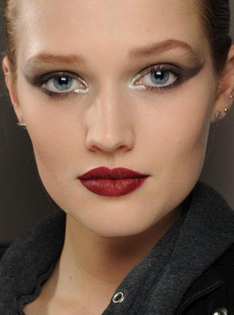 آرایش صورت با رژ لب قرمز , میکاپ چهره