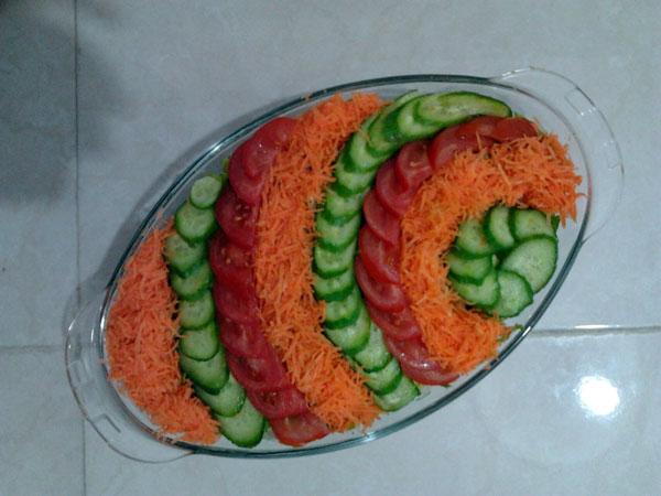 تزئین سالاد کاهو - تزئین سالاد شیرازی - تزئین سالاد سیزیجات