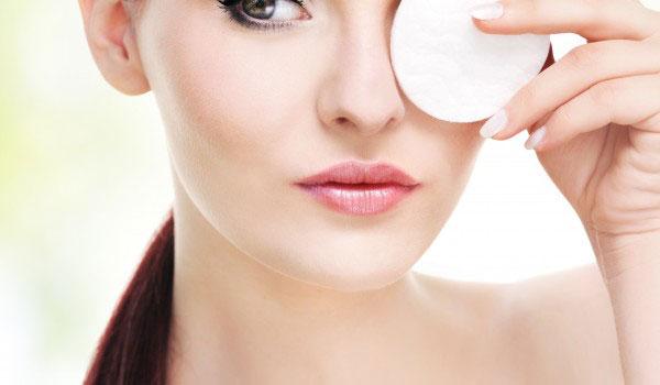 روش پاک کردن آرایش صورت - پاک کردن آرایش چشم