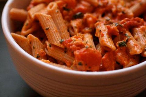 طرز تهیه سس گوجه خامه ای برای پاستا