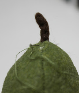 آموزش نمد دوزی  , آموزش ساخت گلابی نمدی / دوخت میوه با فوتر