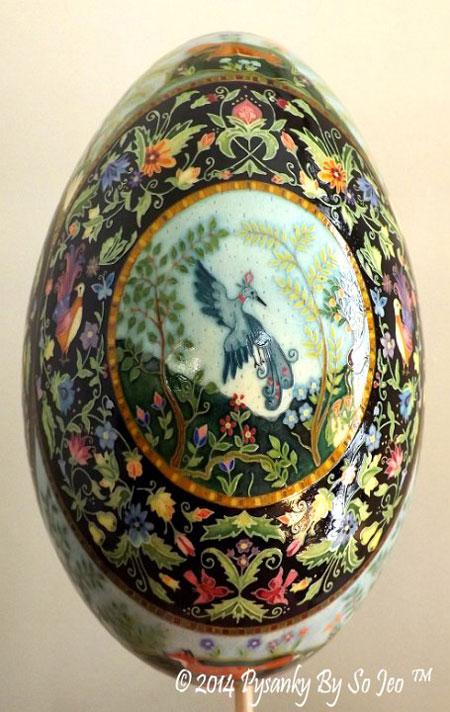 طراحی روی تخم مرغ با الهام از فرش ایرانی