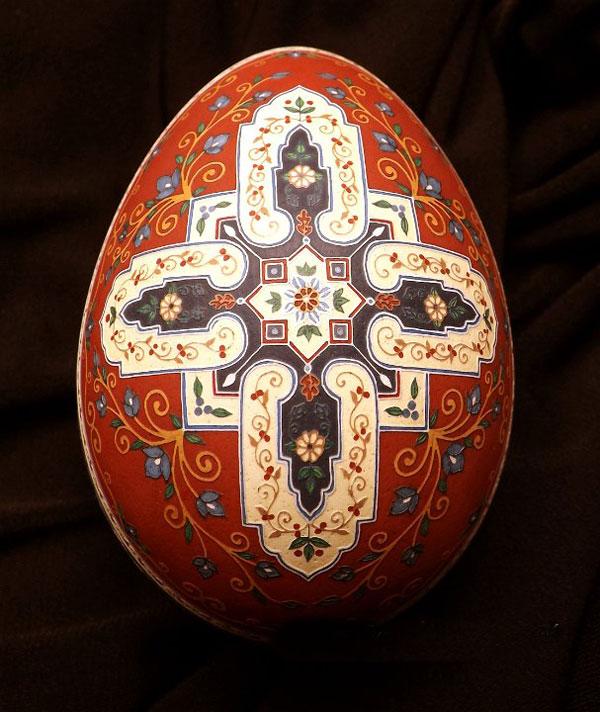 نقاشی روی تخم مرغ با الهام از فرش ایرانی