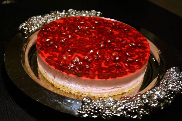 چیز کیک انار یخچالی دسر ویژه شب یلدا