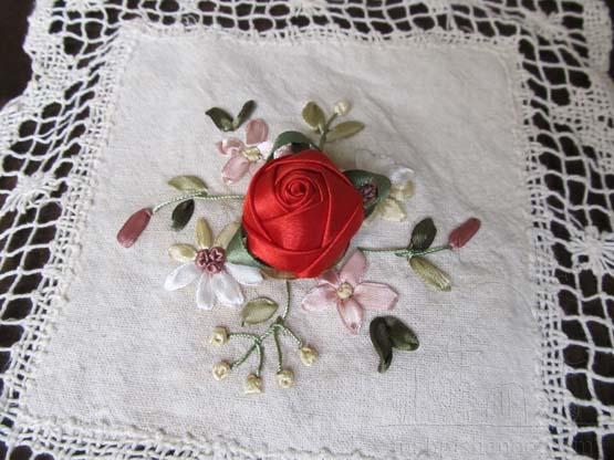 آموزش ساخت غنچه رز روبانی , آموزش روبان دوزی , ساخت گل رز با روزبان