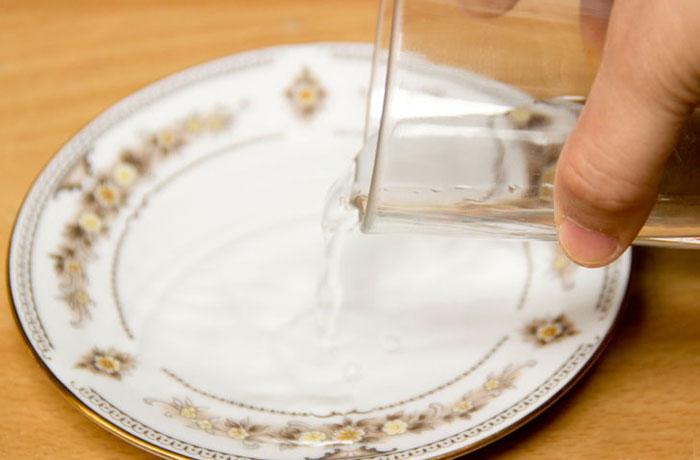 دور نگهداشتن عسل از حمله مورچه ها