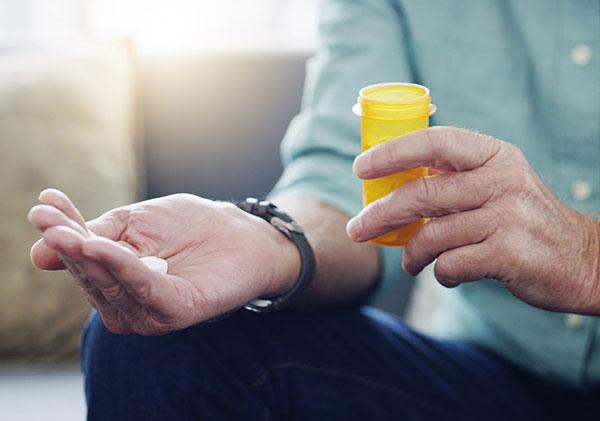 مصرف دارو برای درمان پوکی استخوان