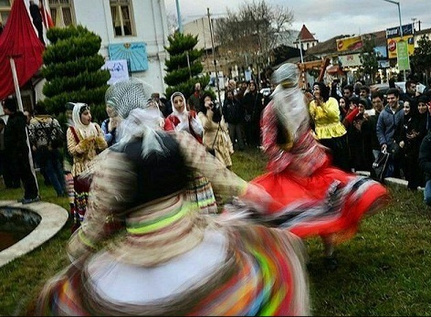 عکس رقص زنان در خیابان