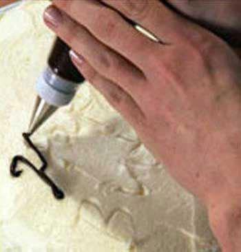 آموزش نوشتن تولدت مبارک روی کیک