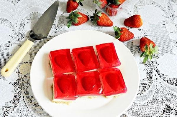 چیز کیک قلبی ژله ای توت فرنگی