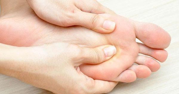 اهمیت ماساژ پاها در شب