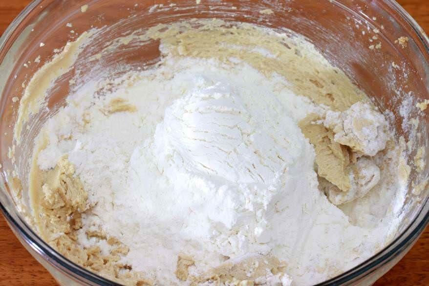 طرز تهیه کوکی پسته و شکلات سفید