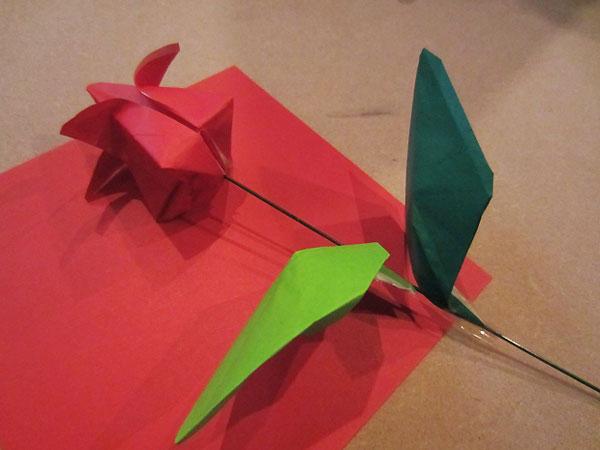ساخت گل لاله کاغذی , گل لاله اوریگامی , گل لاله برای دهه فجر