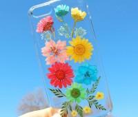 گل های بهاری روی قاب محافظ گوشی