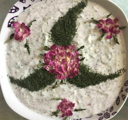 تزیین ماست مجلسی , تزیین ماست با نعنا و گل محمدی