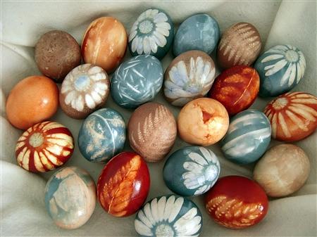 آموزش هنرهای دستی  , رنگ کردن تخم مرغ با مواد طبیعی