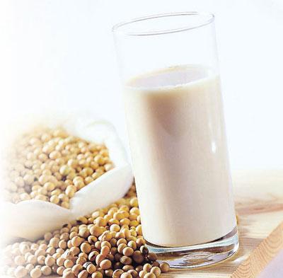 افزایش وزن با خوردن شیر کامل و شیر سویا