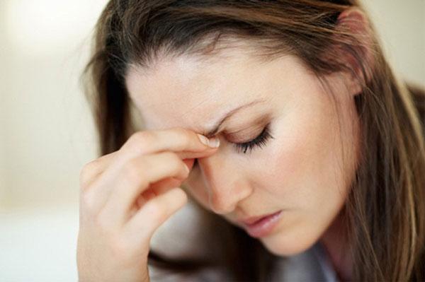 بیماری ها  , غذاهایی که باعث ایجاد سردرد میگرن می شوند