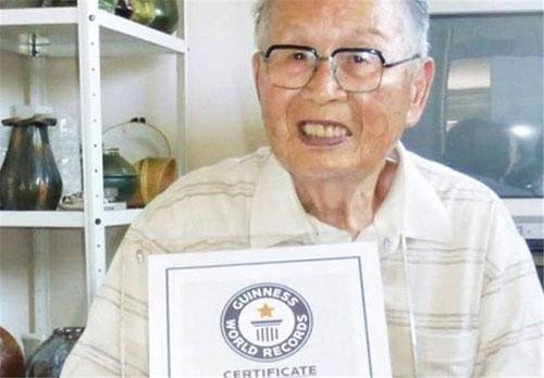 مسن ترین فارغالتحصیل