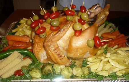 تزیین ظرف مرغ درسته،دورچین مرغ شکم پر