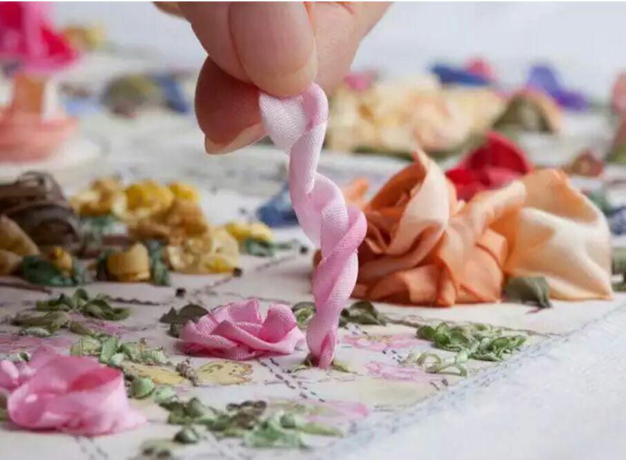 آموزش هنرهای دستی  , آموزش روبان دوزی : دوخت رز مینیاتوری + فیلم