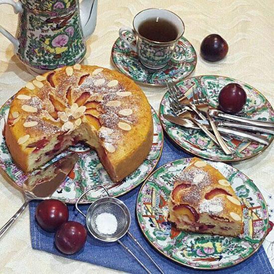 کیک آلو قرمز و بادام