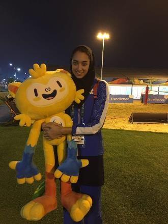 تصویری از کیمیا علیزاده و عروسکش در دهکده المپیک