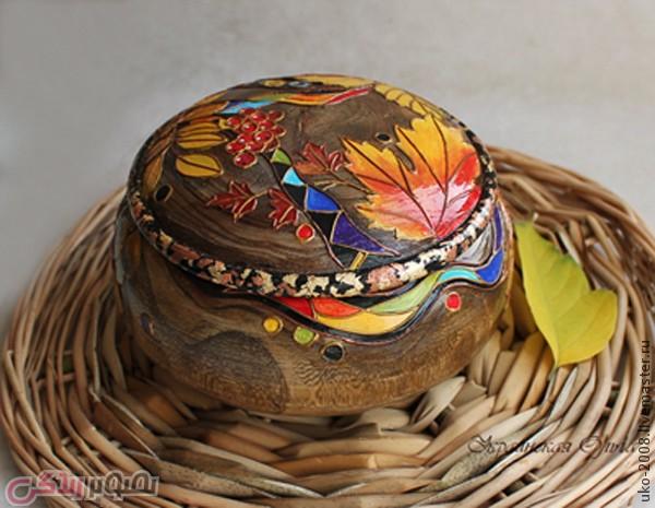 نقاشی روی ظرف چوبی با طرح برگ های پاییزی