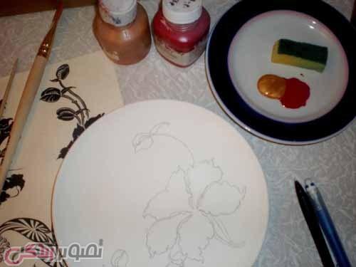آموزش نقاشی برجسته روی ظرف سفالی
